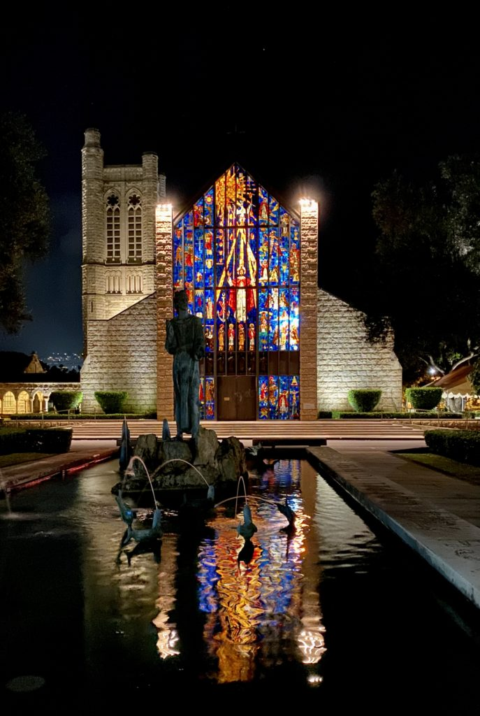 photo: Fountain and front entrance of The Cathedral of St. Andrew in Honolulu, Hawaii. (photo: Dixie Kaetsu)